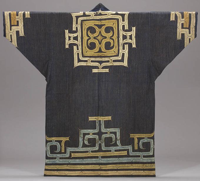 《木綿地切伏刺繍衣装(ルウンペ)》 日本民藝館蔵