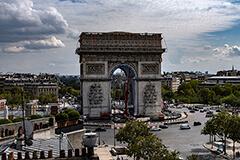 凱旋門が包まれる!?パリの日常が変容する巨大プロジェクトが始動 / DIC川村記念美術館では、特集展示「クリストとジャンヌ=クロード―包む、覆う、積み上げる」が開催中