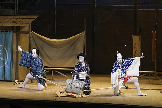 渋谷・コクーン歌舞伎 第十七弾『夏祭浪花鑑』 左より、尾上松也、中村七之助、中村勘九郎 ©松竹