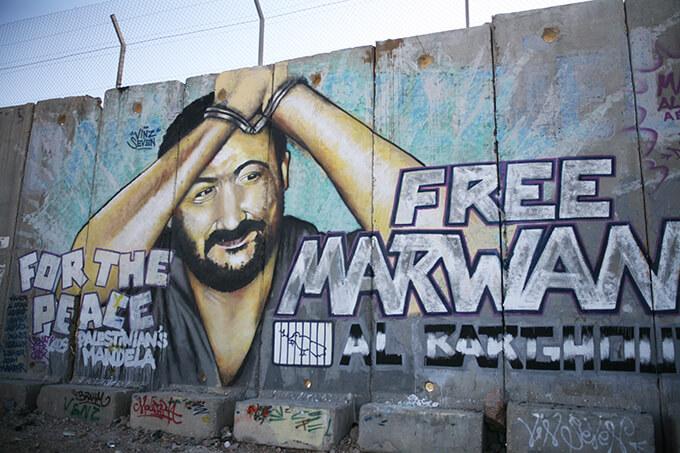 終身刑を科されてイスラエルの監獄に「政治犯」としてつながれているマルワーン・バルグーティ / カランディヤ