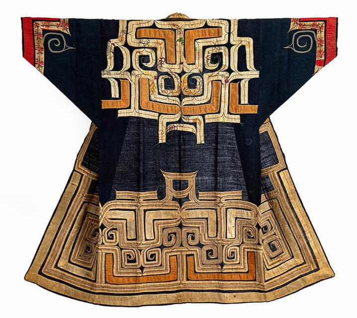《色置裂紋木綿衣(ルウンペ)》 早稲田大学會津八一記念博物館蔵