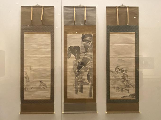円山応挙《花卉鳥獣人物図》(1773年)より(左から)「狗子図」「芭蕉図」「山水乗馬図」