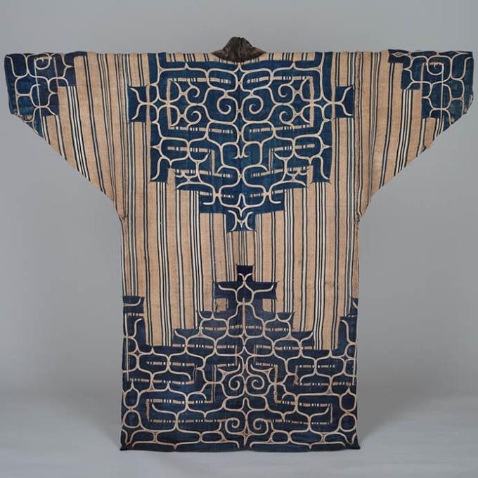 《厚司衣装(アットゥㇱ)》 日本民藝館蔵 撮影:村林千賀子