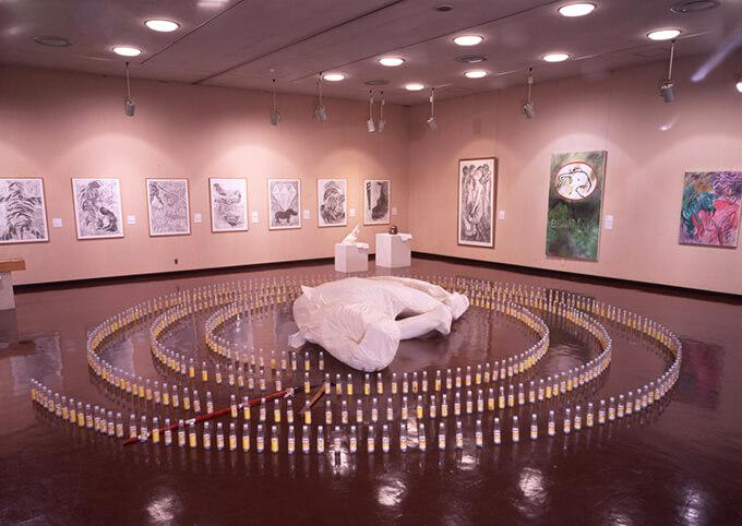 「タン・ダ=ウ展 シンガポール−伝統と自然のはざまで」(91年)の展示風景。本作品は現在、福岡アジア美術館に所蔵されている。